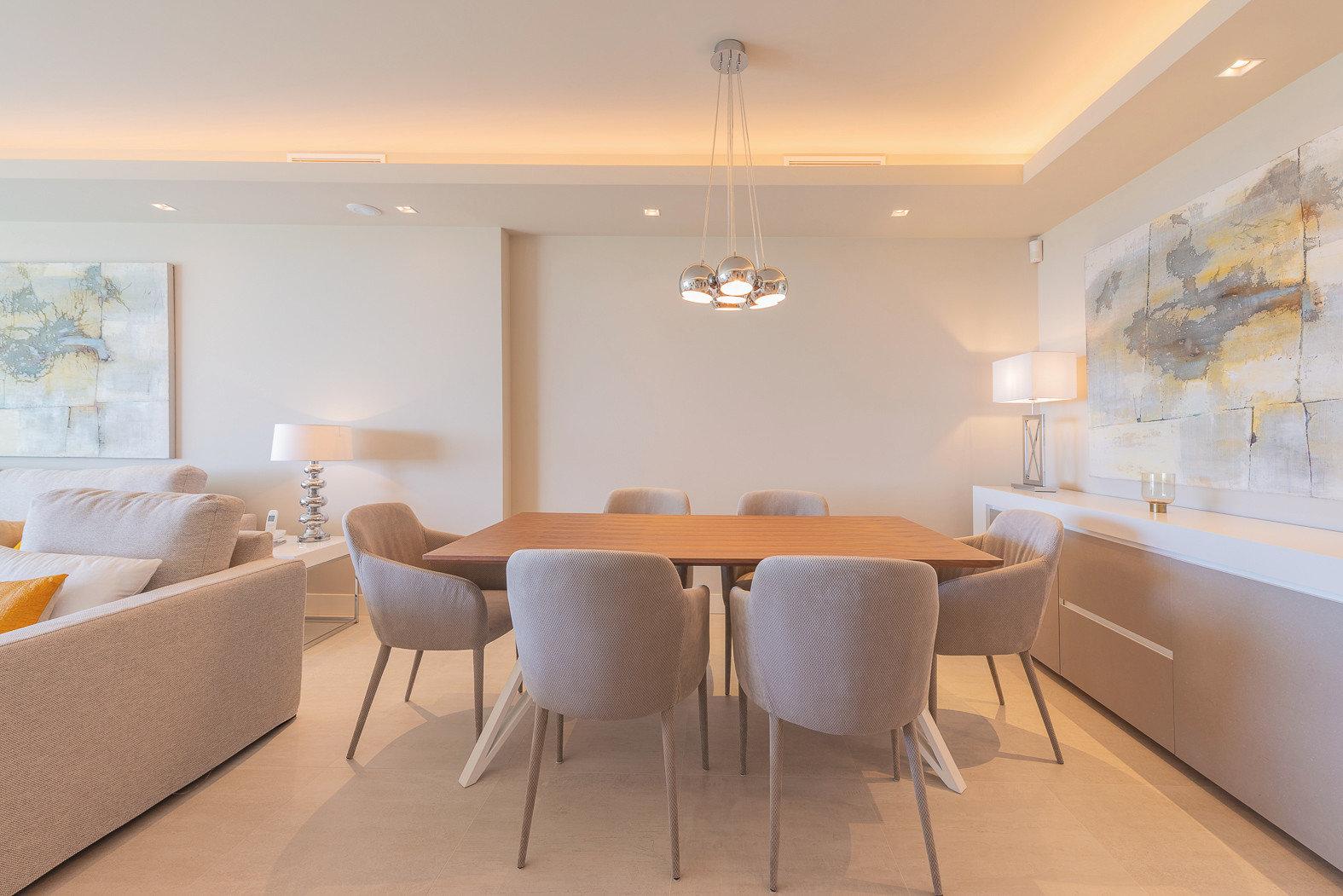 Perfekt abgestimmt findet sich dieser Essbereich und definiert den Raum mit einer großen Gemütlichkeit.