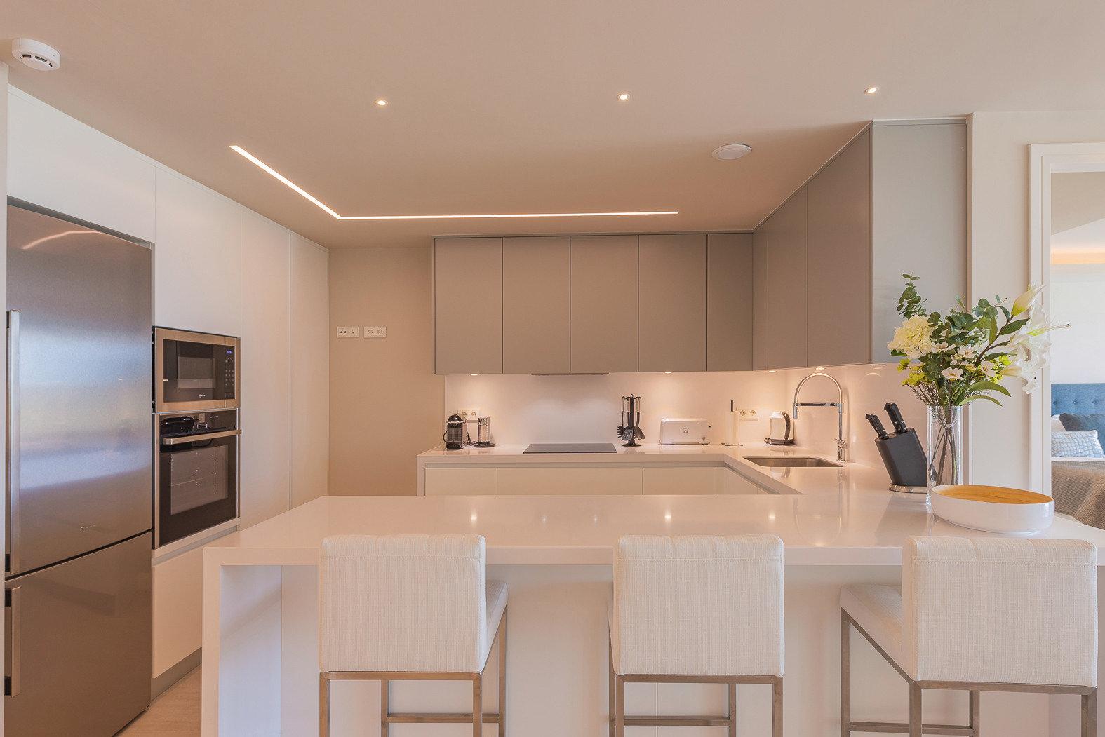 Diese Küche verient elegantes Design und top Funktionalität.