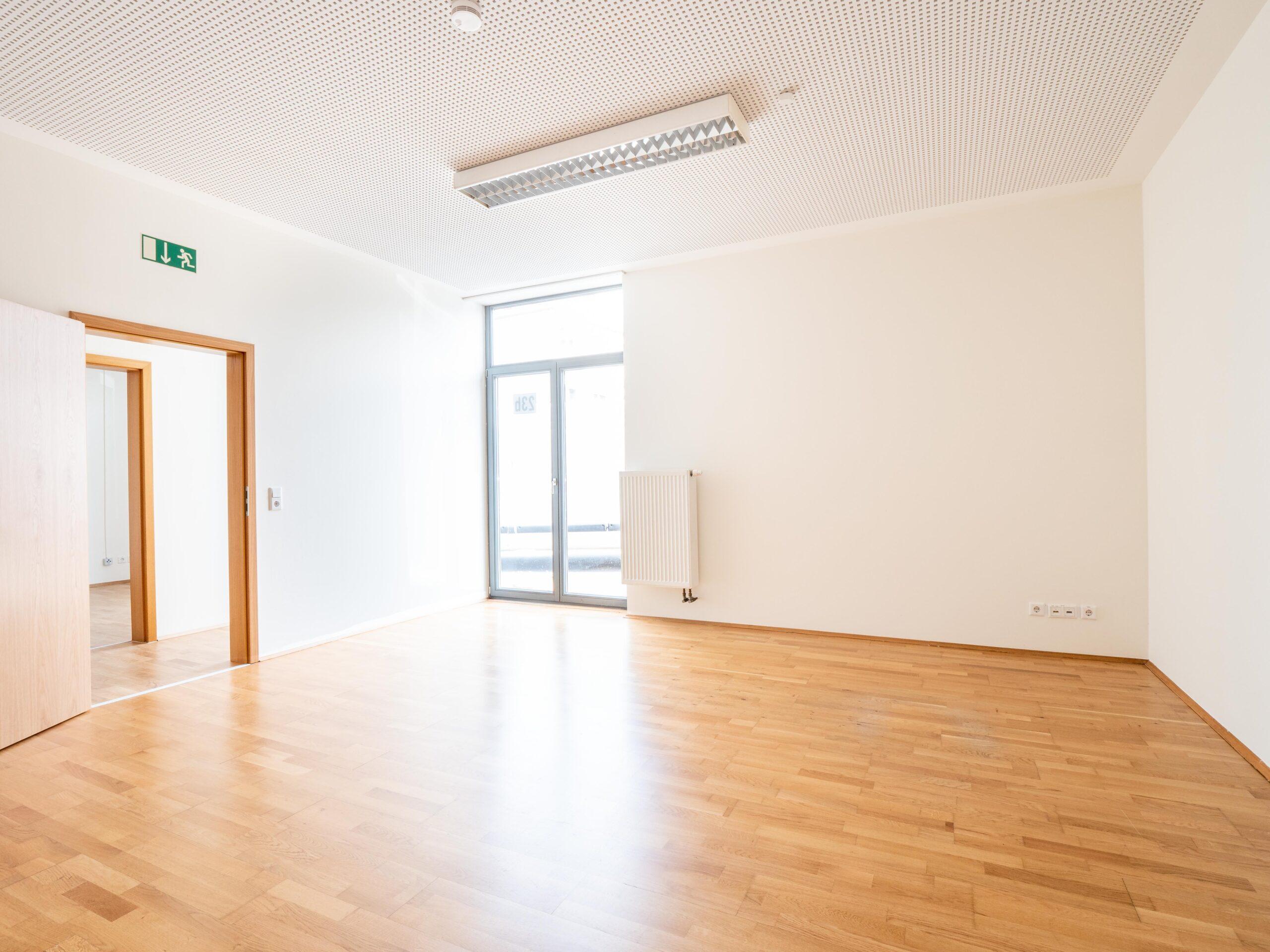 Heller Büroraum in Paderborn zu vermieten.