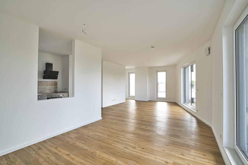 Offener Wohn- und Essbereich einer Penthousewohnung